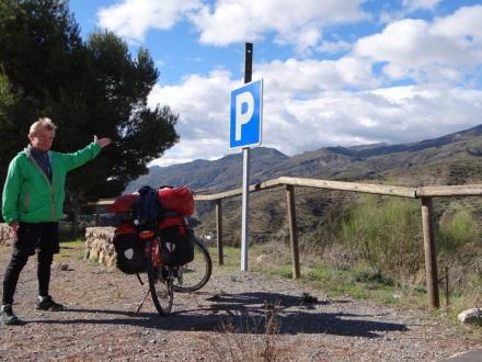 Ein Schwabe parkt sein Rad auch in den Alpujarras ordentlich.