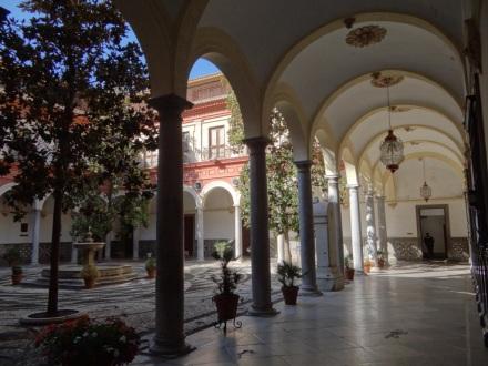 Granada: Innenhof des Rathauses
