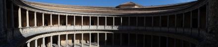 Alhambra: der klassizistische Palast Karls V - ein Affront gegen die filigranen Bauwerke der Mauren