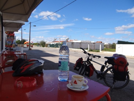 Die Kaffeepausen machen in Portugal genauso viel Freude wie in Spanien – gutes Gebräu zu erschwinglichen Preisen!