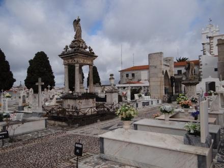 Moura: beeindruckender Friedhof