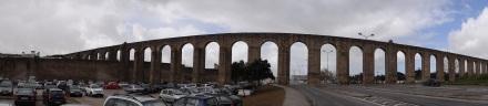Heute Morgen bei der Abfahrt in Évora: das Aquädukt, das bis ca. 15 KM vor die Stadt führt und dort auch heute noch von einem Stausee Wasser in die Stadt leiten kann.