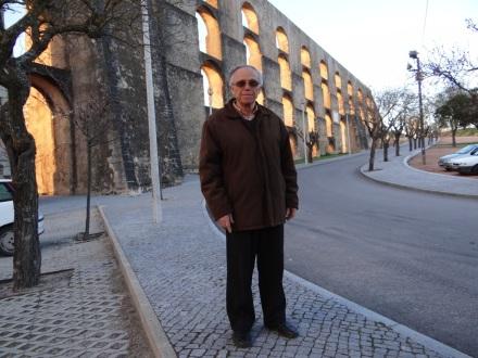 """Antonio Silva arbeitete von 1967 bis 1980 in Düsseldorf – er sah mich in Elvas am Straßenrand auf mein GPS-Handy schauen und sprach mich etwa so an: """"Starker Deutscher. Was suchen Sie? Kann ich helfen?"""" Danach unterhielten wir uns eine Weile über seine Zeit in Deutschland, seine Familie und über meine Tour."""
