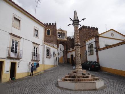 "Largo de Santa Clara mit ""Pillory"""