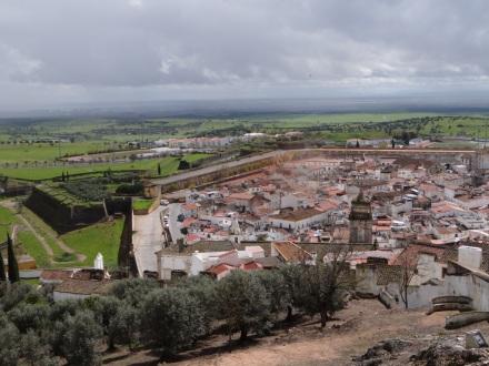 Blick nach Süden – hier ganz gut zu sehen: die sternförmige Befestigungsanlage rund um die Altstadt