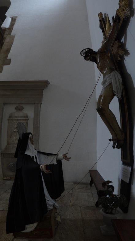Die Heilige Katharina (von Siena) – symbolträchtige Darstellung in der St. Domingos-Kirche