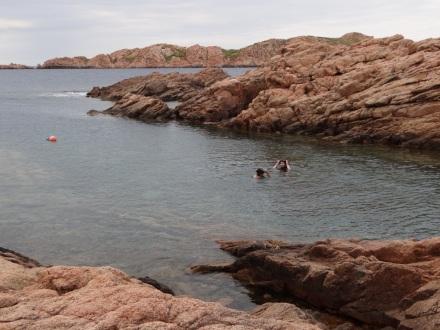 Enrico und Valentina beim Schwimmen