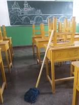 Am letzten Tag vor Schuljahresbeginn wird geputzt - u.a. auch von den Lehrern (= von mir)!