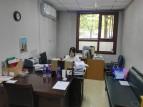 Das Büro der Deutschlehrer - vorne mein Schreibtisch. Hinten Huan beim Korrigieren.