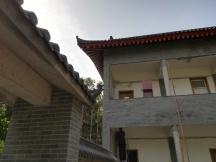 Das Dach des Bürogebäudes der Nr. 89 (mit unserem Deutschlehrer-Büro) nach der aufwändigen Restauration.
