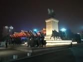 Direkt neben der Konzerthalle - Chinas 1. Kaiser?