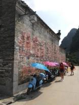 Diese Flitzer mit Schirm sieht man überall in der Goldenen Woche. Ich schätze, 80% der Fahrer sind Touristen.