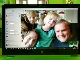 So kann man auch ein Familienporträt machen - beim Skypen mit den Strobels in Dobbrikow ;)