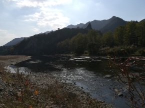 Flußlandschaft bei Tonglu (im Hintergrund eine alte Pagode).