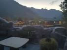 """Blick vom Balkon der Unterkunft Richtung Restaurant - insgesamt ein recht einfaches, aber schönes """"Resort""""."""