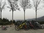 Und auch Radfahren ist im Smog kein Problem - selbstverständlich ohne Maske.