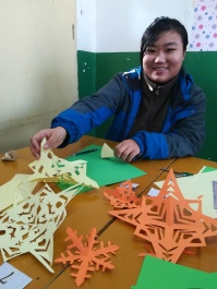 Ein weiterer Höhepunkt: die Vorbereitungen der 11. und 12. Klasse auf unsere Weihnachtsfeier.