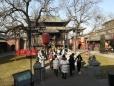Der Weg zum Tempel: gesäumt von den chinesischen Tierkreiszeichen.