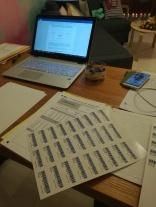 Organisatorisch-administrative Vorbereitungen für die DSD II - Prüfungen (schriftlich) in Taiyuan: u.a. Schüler-Etikettenkleben ;)