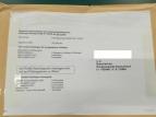 Wie beim Abitur: der Umschlag mit den Prüfungsunterlagen für die Schüler darf erst am Prüfungstermin geöffnet werden. Das geschieht weltweit am gleichen Tag.
