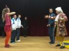 Die deutsche Musiktheatergruppe Deliciae Theatralis als Weihnachtsgeschenk der Deutschen Botschaft zu Besuch an der Jiao Tong. Schüler, Lehrer und Darsteller hatten viel Spaß - und konnten alles verstehen!
