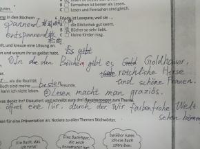 Auch chinesische Schüler schreiben manchmal nur schwer verständliche Dinge ;)
