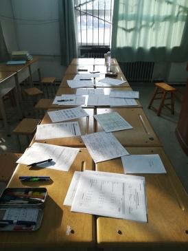 Prüfertische bei den Mündlichen Kommunikationsprüfungen (DSD II) an der Fremdsprachenschule Nr. 2 in Taiyuan.