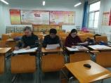 Im Einsatz - von rechts nach links: Ma Yan, Prüferin und Lehrerin der Schüler, Zhang Mu, Beisitzer, und ich als Prüfungsvorsitzender.