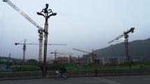 Ganz normal: überall in Chinas Großstädten wird weiter gebaut, was das Zeug hält.