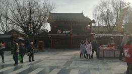 """Themenpark in Kaifeng - hier mti der """"amerkikanischen Botschaft"""""""