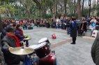 Singen im Park - offensichtlich als Wettbewerb.