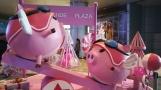 Auch bei der Supermarkt-Deko lässt das Jahr des Schweines grüßen.