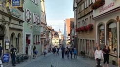 Nach 53 Jahren auf diesem Planeten schaffe ich es auf einem Kurzurlaub in der Heimat zum ersten Mal nach Rothenburg ob der Tauber. Wunderschön!